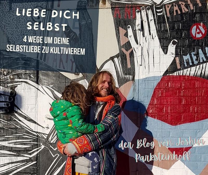 Joshua und Hugó stehen vor einer Wand. Es ist ein tolles Bild. man sieht, wie sehr die beiden sich lieben.